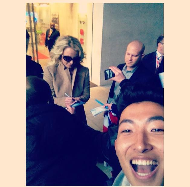 Britney Spears in the background. OmGodney!