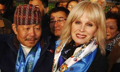 Former Gurkha veteran Gyan Raj Rai with actress Joanna Lumley