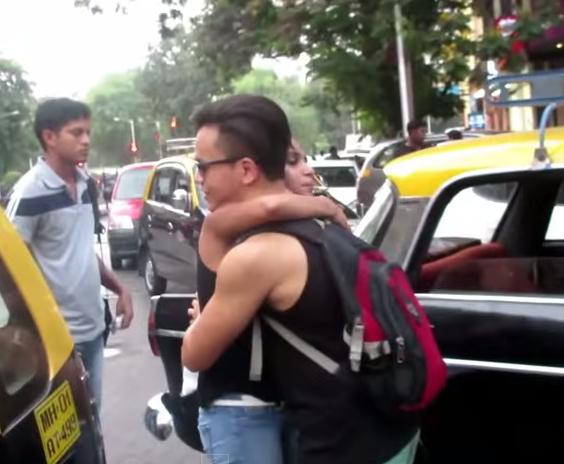 Hugs-for-Nepal-Mumbai