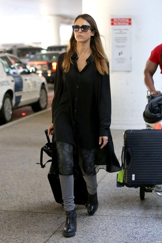 Jessica-Alba-Airport