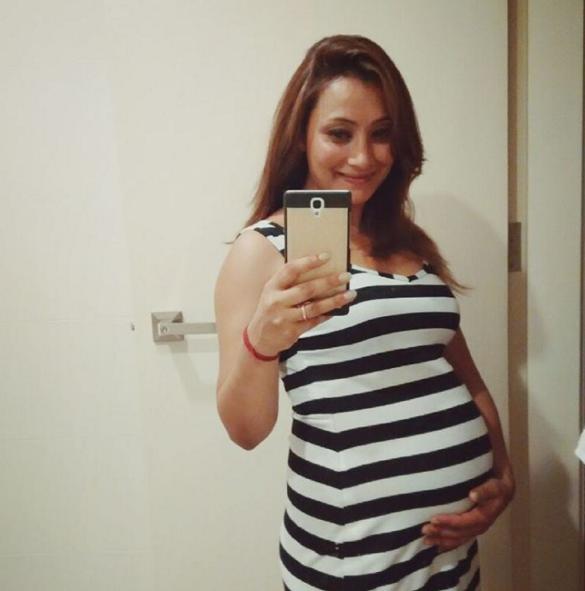 Jharana-Bajracharya-Pregnant-2016