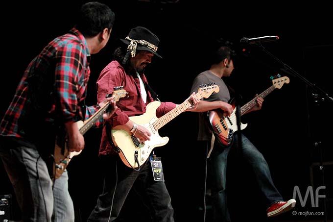 Mukti & Revival give a rocking performance! Photo: MojFun.com
