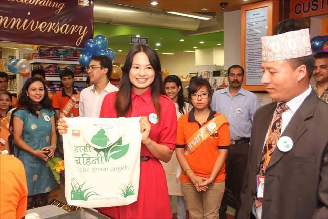 Hamri Bahini eco-bags at Big Mart, July 2013.