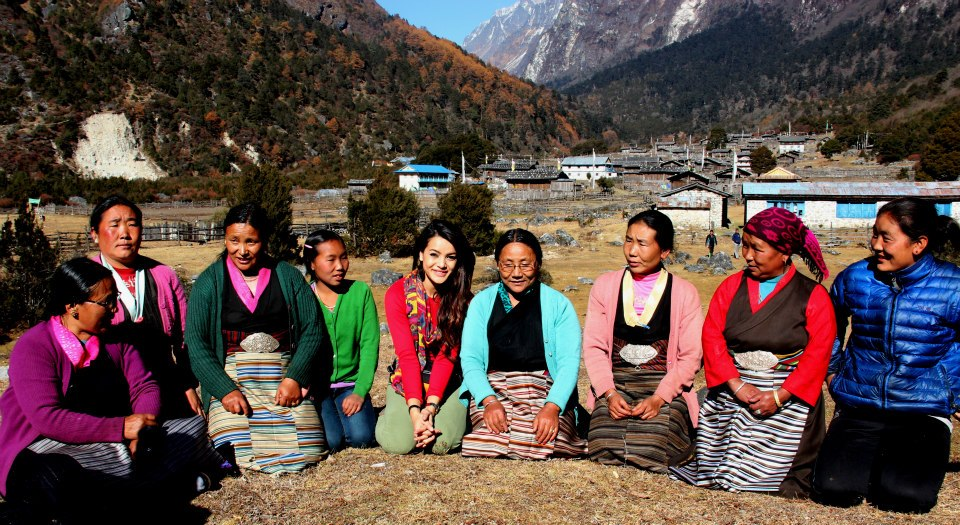 Shristi with the members of Mother Group of Ghunsa.