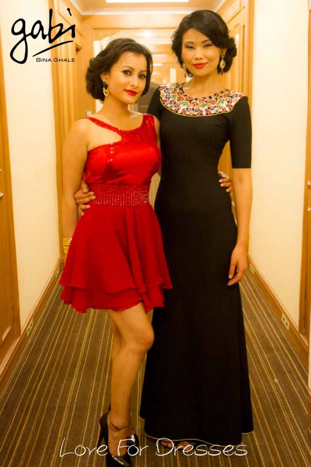 Backstage, the actress and the model