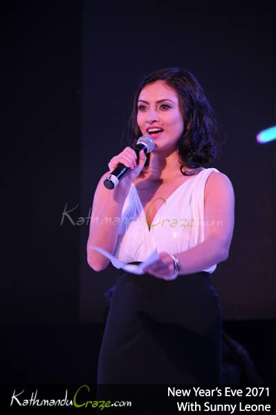 Soongava actress Nisha Adhikari talks to the audience.  Photo: KathmanduCraze.com