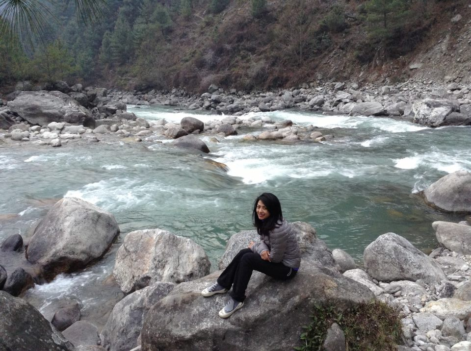 Phakding is a valley 3 hours walk from Lukla . The flowing river is Dudhkoshi!