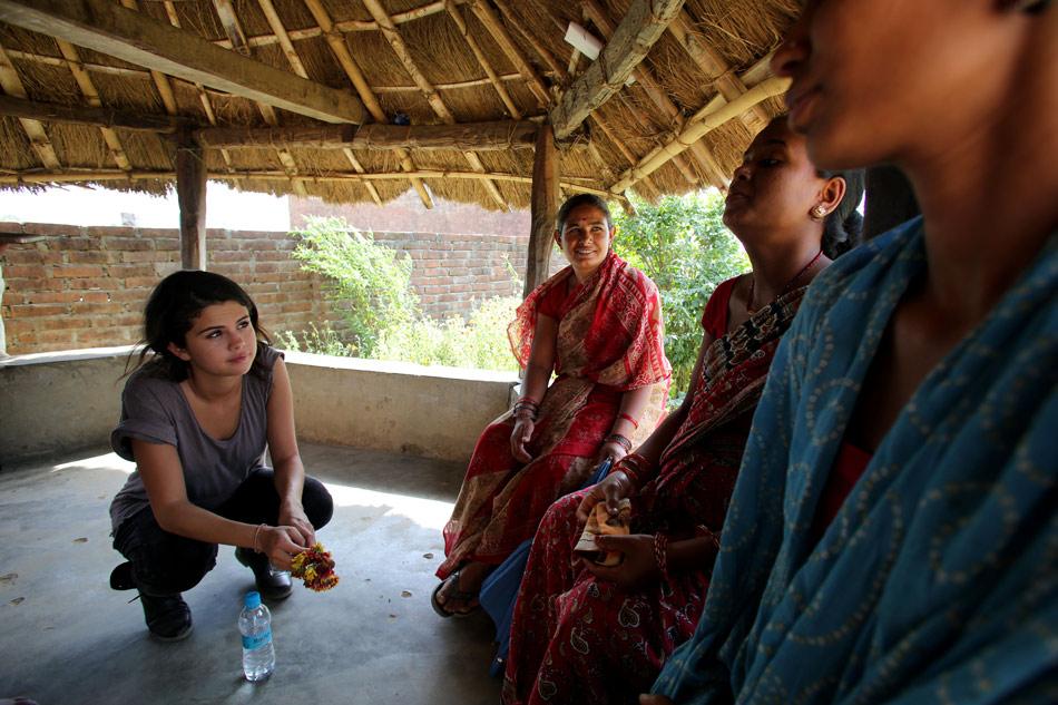 Selena-Gomez-UNICEF-Nepal-1