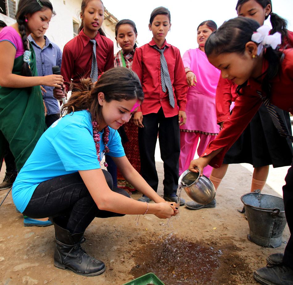 Selena-Gomez-UNICEF-Nepal-3