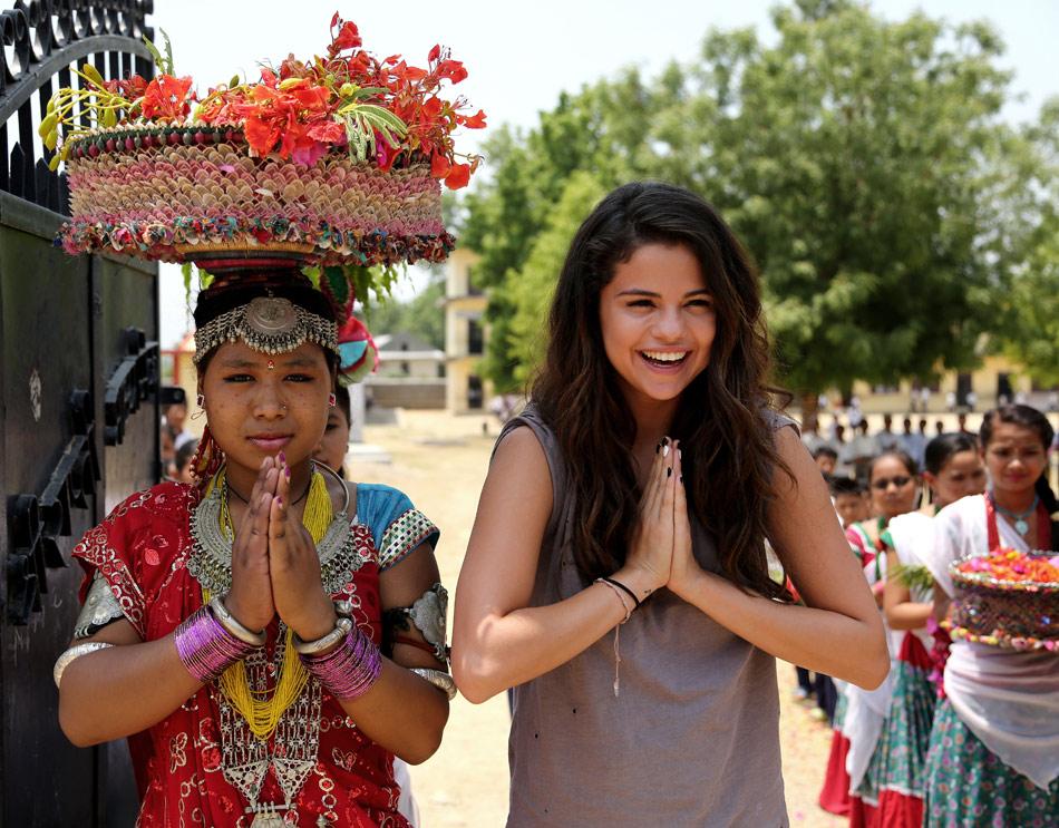 Selena-Gomez-UNICEF-Nepal-8