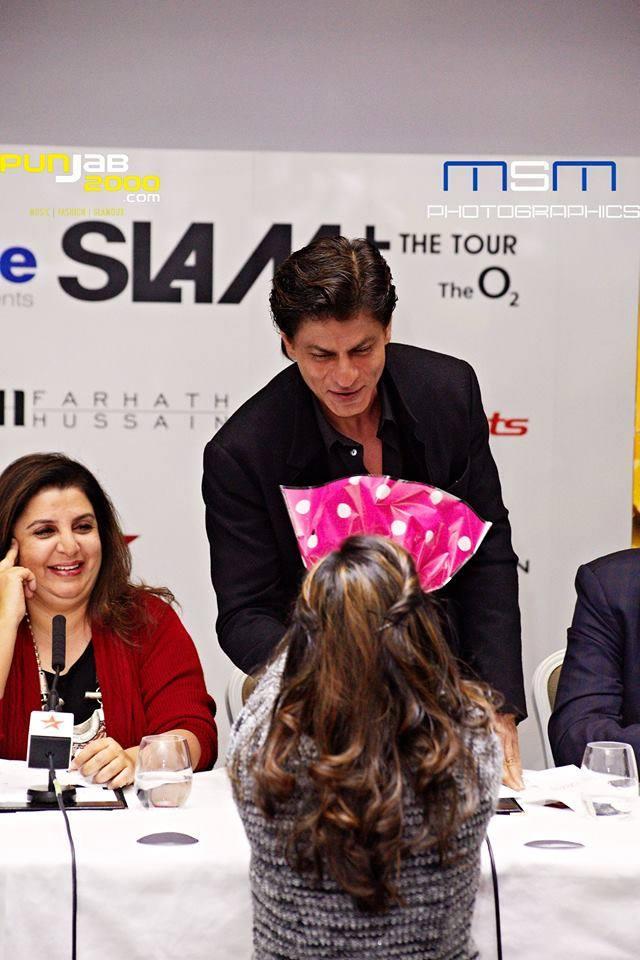 Shah-Rukh-Khan-HAPPY-NEW-YEAR-Press-Shraddha-Gurung
