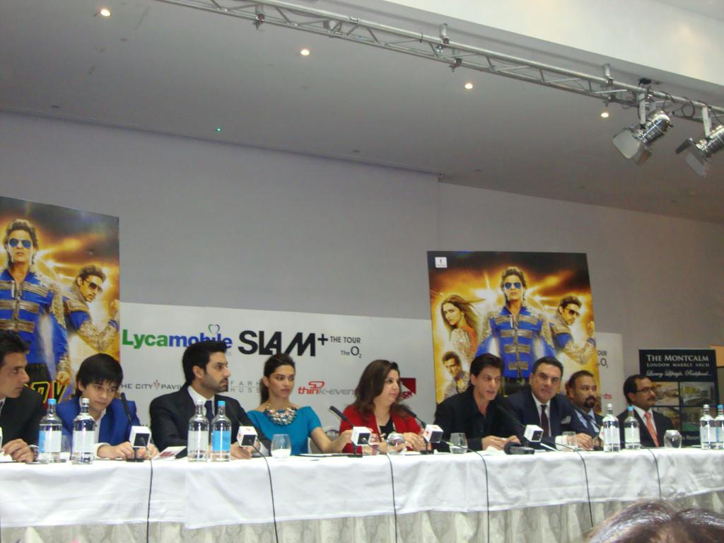 Shah-Rukh-Khan-HAPPY-NEW-YEAR-Press