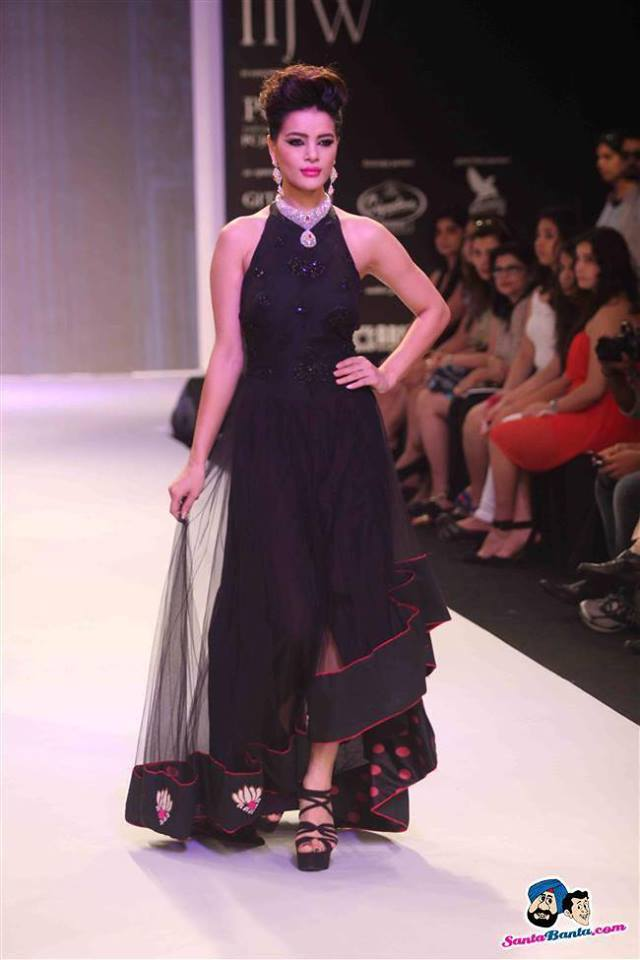 Shristi Shrestha Indian International Jewellery Week