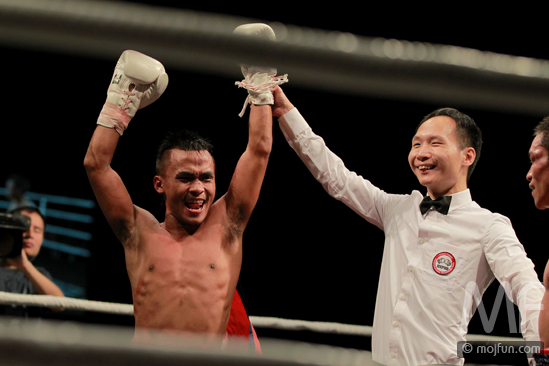 Photo from his professional debut fight. Courtesy: Mojfun.com