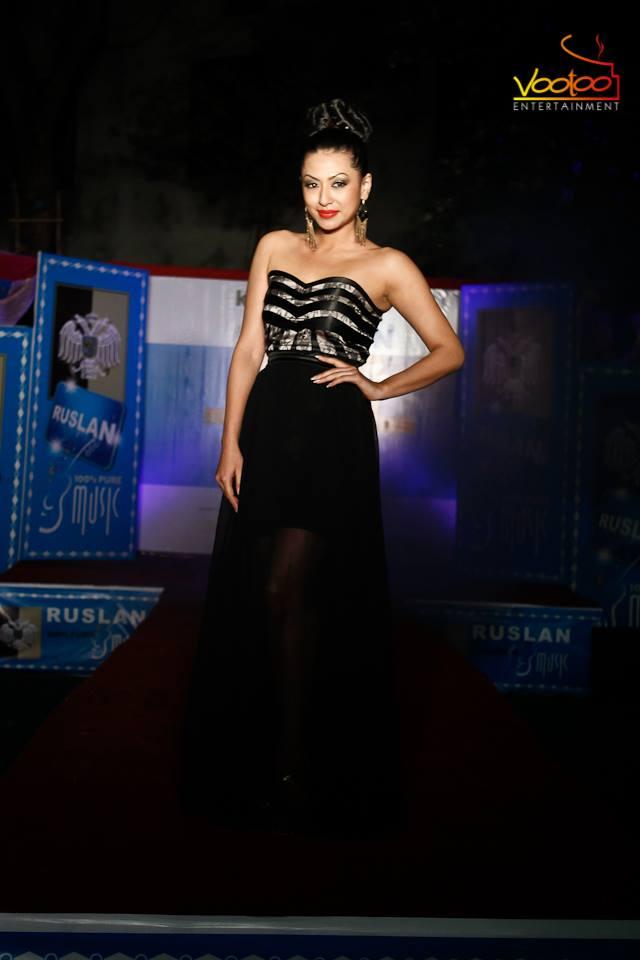 Sahana Bajracharya looking stunning! Phew! And the dress is good too.